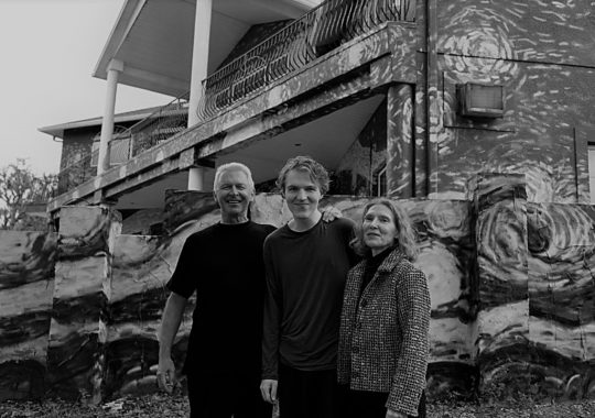 A família que pintou Van Gogh na fachada de sua casa